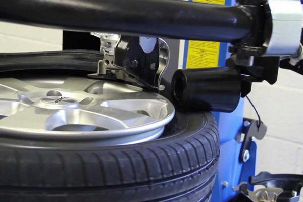 Pneuservis Ostrava - Výměna a prodej pneumatik v Autoservis Kröhn PNEU v Ostravě